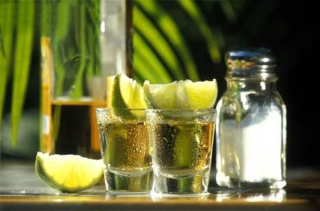 Текила, соль, лимон. Третьим будешь?