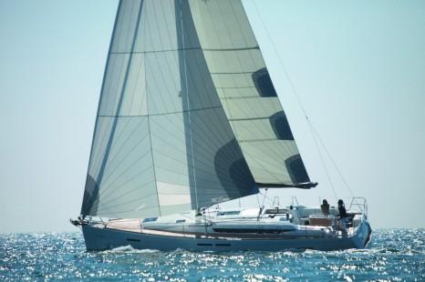 Jeanneau Sun Odyssey 439 под парусам