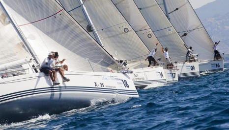 Яхта X35
