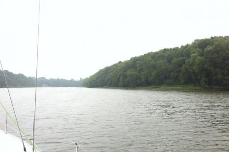 Дальше река сужается