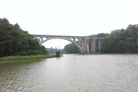.. и за поворотом прекрасный мост в средневековом стиле!