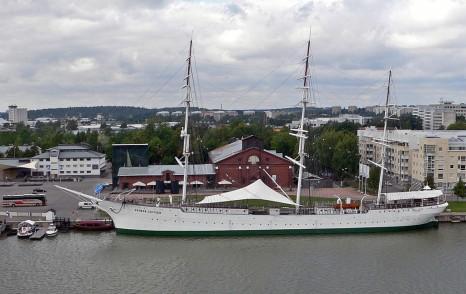 Suomen Joutsen, Forum Marinumin edessa 2007