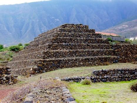 piramidy-guimar