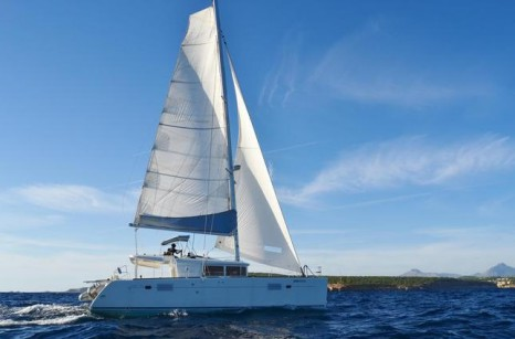 sailing-catamaran-in-Ibiza