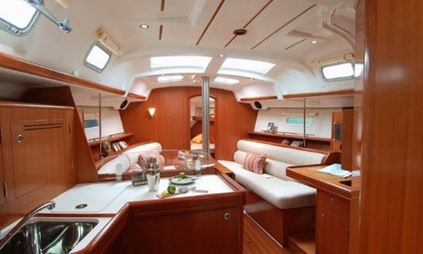 boat-rentals-algeciras-andalucia-beneteau-oceanis-343-processed
