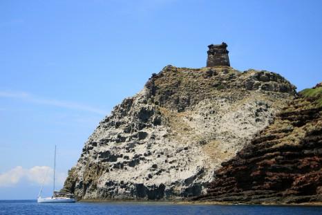 Cala-Rossa-Cove-and-Zenobito-tower-Capraia-Island-Tuscany